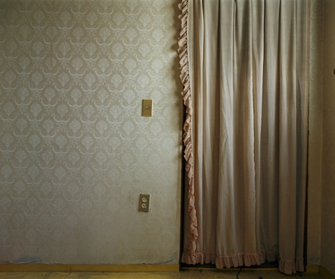 http://www.jangboyun.com/files/gimgs/14_room-for-the-past-ink-jet-print-45x56cm-2007.jpg